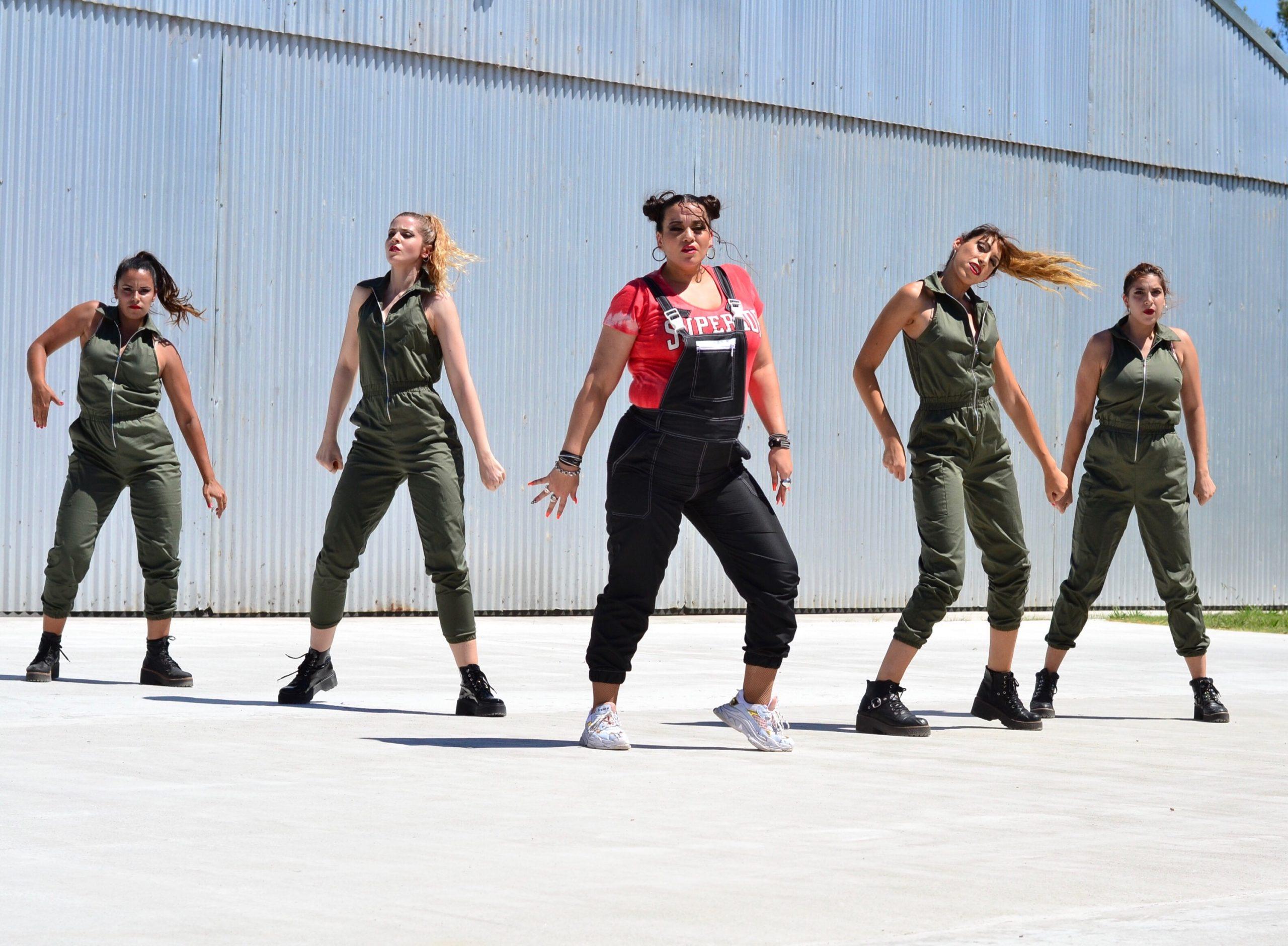 Jeanette Feal, docente de nuestra Escuela; coreografió y participó como bailarina en el videoclip «Me voy»